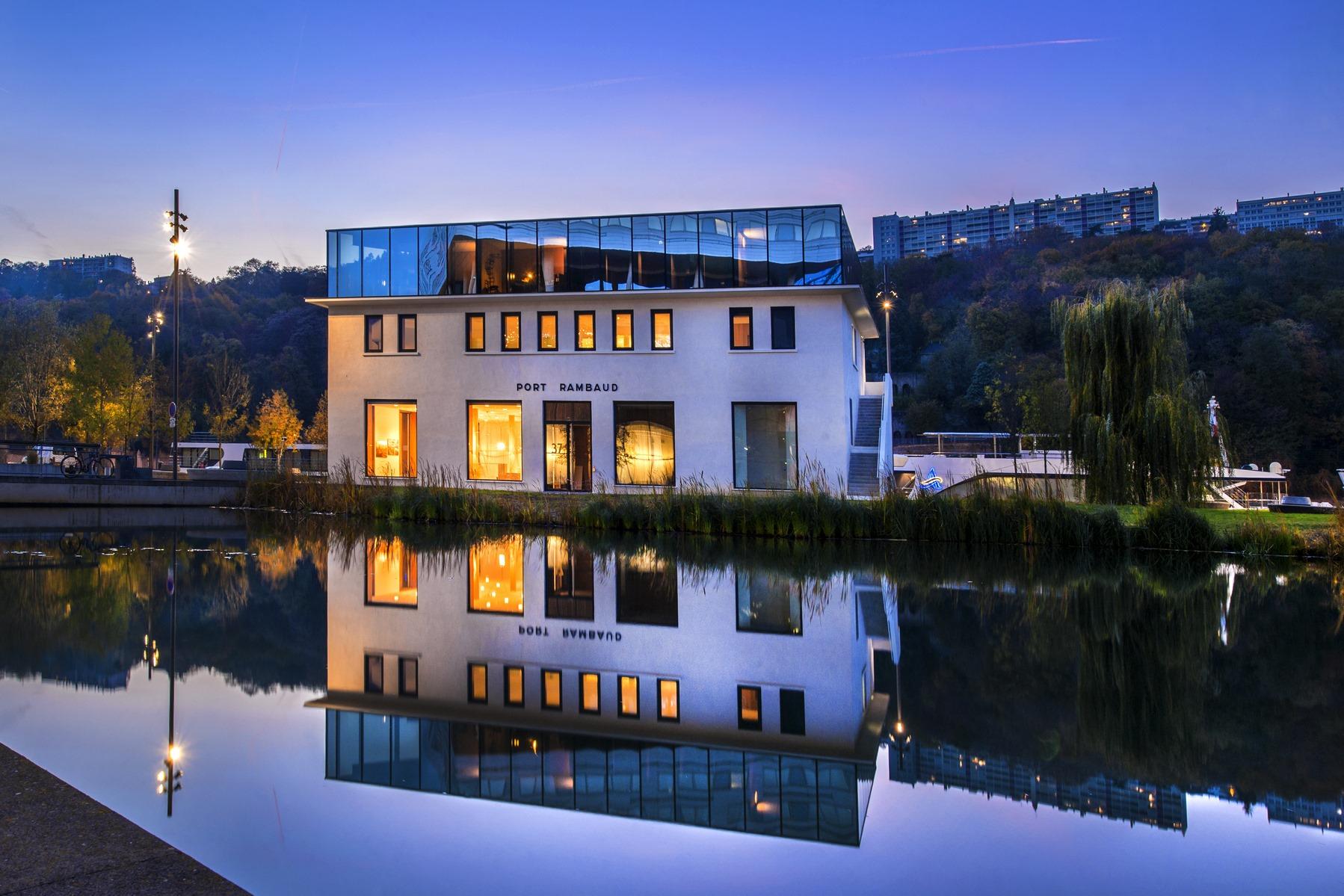 Port Rambaud Capitainerie - Lyon Confluence : façade sur jardin aquatique - Z architecture