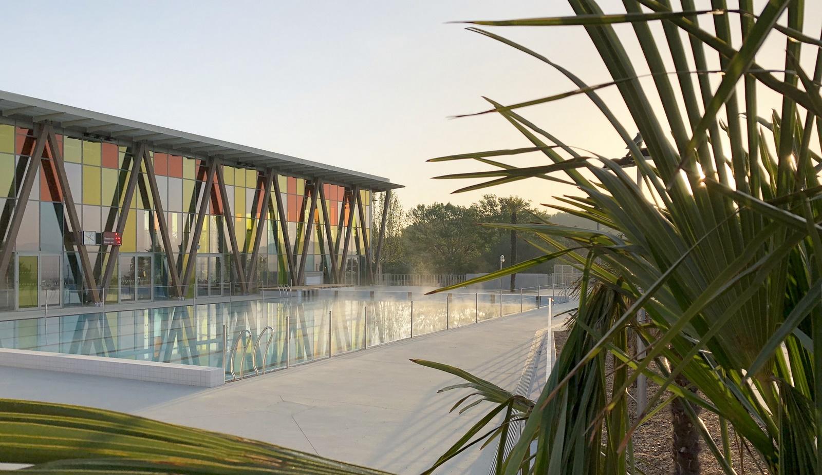 Piscine Pertuis Durance Lubéron : bassin extérieur et plages - Z Architecture