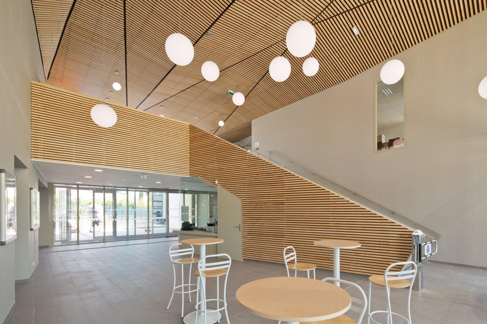 Piscine Pertuis Durance Lubéron : hall accueil - Z Architecture