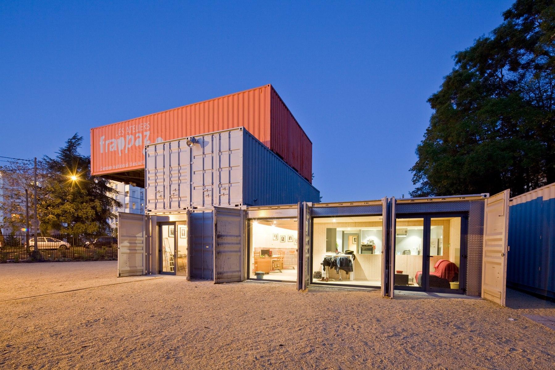 Ateliers Frappaz - Villeurbanne : containers nuit - Z Architecture