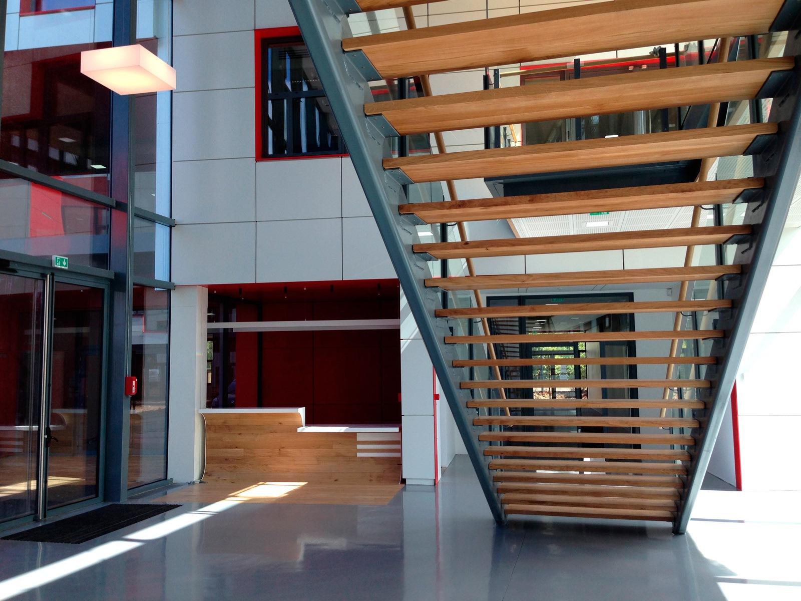 Siège Manitowoc - Dardilly : escalier - Z Architecture